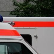 Ohnmächtig im Auto: In Münchberg wurde ein regungsloser Mann aus dem Auto auf einem Supermarktparkplatz gerettet. Symbolbild: Pixabay