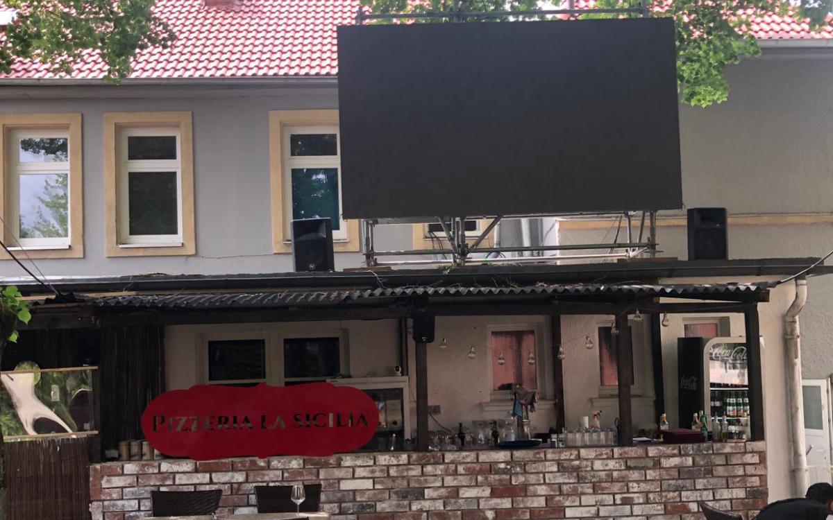 EM2021: Erstes Spiel der Deutschen Nationalmannschaft. Hier steht die größte LED Videowall in Bayreuth. Foto: privat