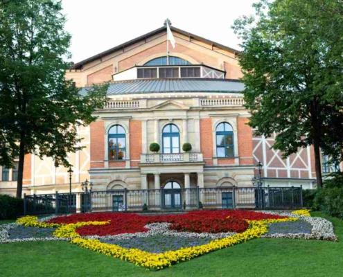 So viele Besucher dürfen zu den Bayreuther Festspielen 2021. Symbolbild: Unsplash/Markus Spiske
