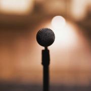 Der Stadtjugendring veranstaltet einen Poetry Slam an einer besonderen Location. Symbolfoto: pixabay