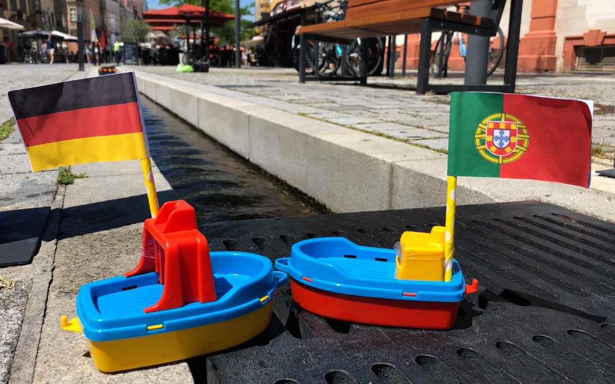 Deutschland gegen Portugal: Das EM-Orakel am Bayreuther Rinnla kennt bereits den Sieger des Spiels. Bild: Jürgen Lenkeit