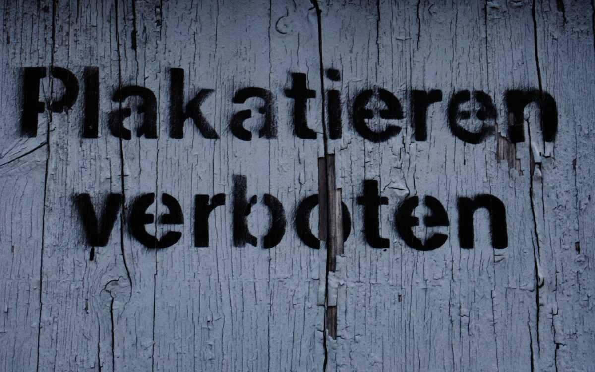 Einzelplakate für Wahlwerbung in Bayreuth sollten verboten werden. Daraus wird wohl nichts. Symbolbild: Unsplash/Christian Lue
