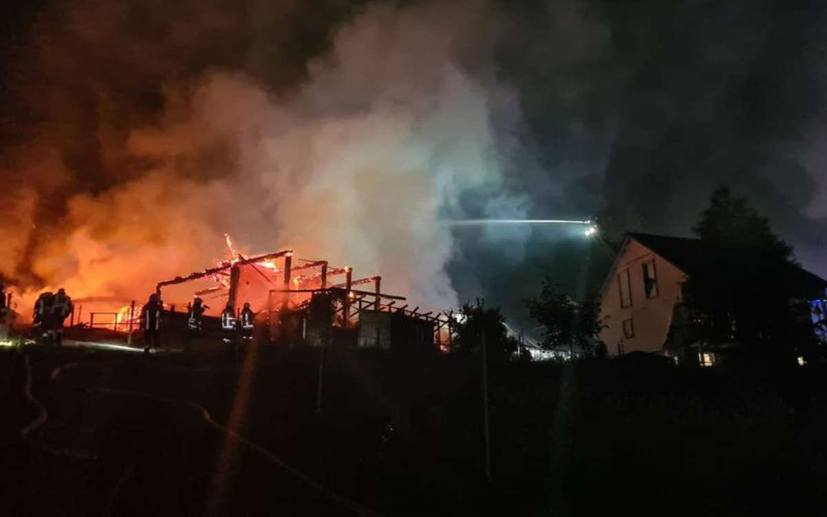 Feuer in Goldkronach: Die Feuerwehrleute sind aktuell noch vor Ort. Foto: Feuerwehr Bindlach