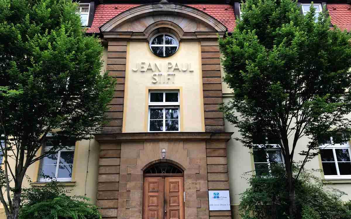 Im Jean-Paul-Stift in der Hans-Sachs-Straße in Bayreuth soll eine neue Kita entstehen. Bild: Jürgen Lenkeit