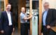 Landrat Florian Wiedemann, DEHOGA-Kreisvorsitzender Engin Gülyaprak (gleichzeitig Inhaber von Engin's Ponte) und Oberbürgermeister Thomas Ebersberger. Foto: Landratsamt Bayreuth