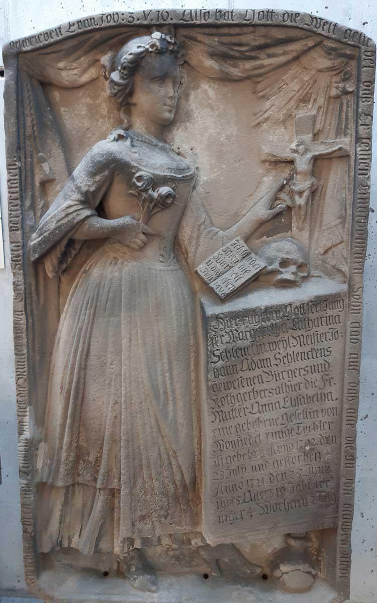 Grabstein der Stecknadelbraut. Foto: Stephan Müller