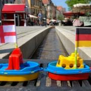 Das EM-Orakel am Bayreuther Rinnla: Es kennt den Sieger des Achtelfinals England-Deutschland bereits. Bild: Jürgen Lenkeit