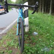 Ein Rennradfahrer wurde bei Presseck leblos neben seinem Rad gefunden. Ein Camper hat dem Mann damit wohl das Leben gerettet. Foto: Polizei Stadtsteinach