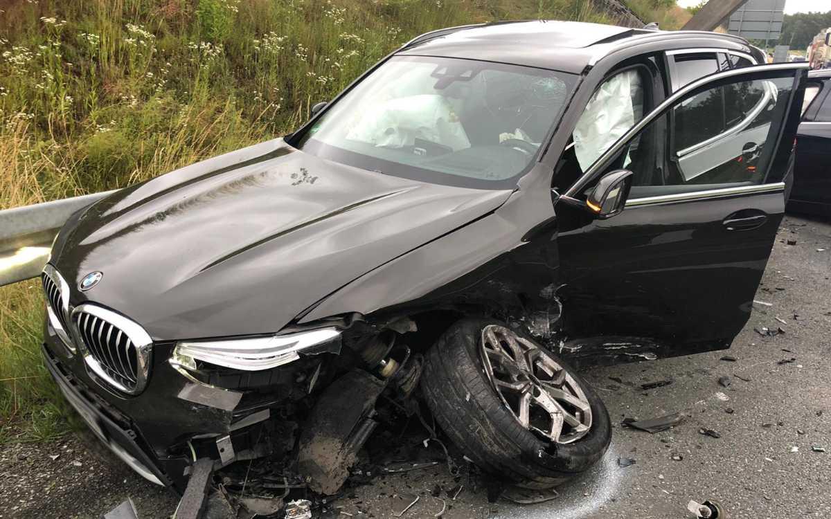 Bayreuth: Schwer beschädigte Autos nach einem Unfall auf der B22. Foto: privat