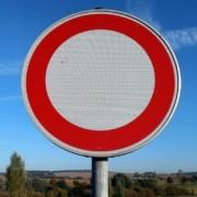 Straße in Bayreuth muss gesperrt werden: Bayreuther sollen das Gebiet weiträumig umfahren. Symbolbild: Pixabay