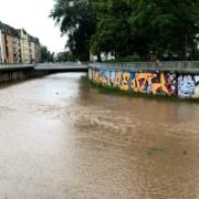 Hochwasser in Bayreuth: Gefahr geht weniger vom Flussbett des Roten Mains aus, als von überlasteten Kanälen. Bild: Jürgen Lenkeit