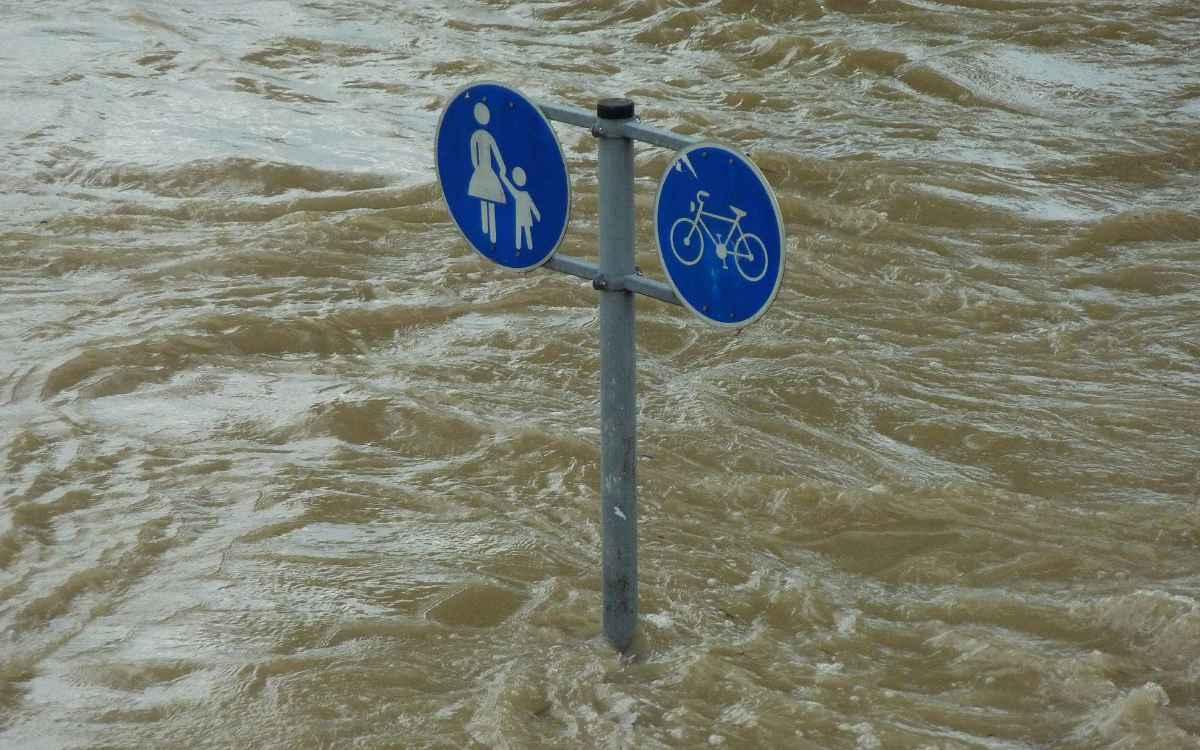 Hochwasser-Drama in NRW und RLP: Nun bereitet Behörden das Coronavirus große Sorgen. Symbolbild: Pixabay