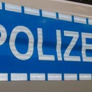 Ein 85-jähriger Unfallverursacher beging in Helmbrechts Fahrerflucht, wurde jedoch gestellt. Symbolbild: Unsplash/Maximilian Scheffler