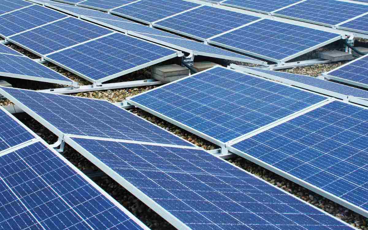 In Kulmbach-Petzmannsberg wird ein Mehrfamilienhaus gebaut. Jede Wohnung soll kostenlos mit Solarstrom versorgt werden. Dazu muss noch die entsprechende Photovoltaikanlage genehmigt werden. Symbolbild: Pixabay