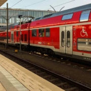 Der Elektrifizierung der Franken-Sachsen-Magistrale bei Bayreuth droht der Stillstand. Symbolbild: Pixabay