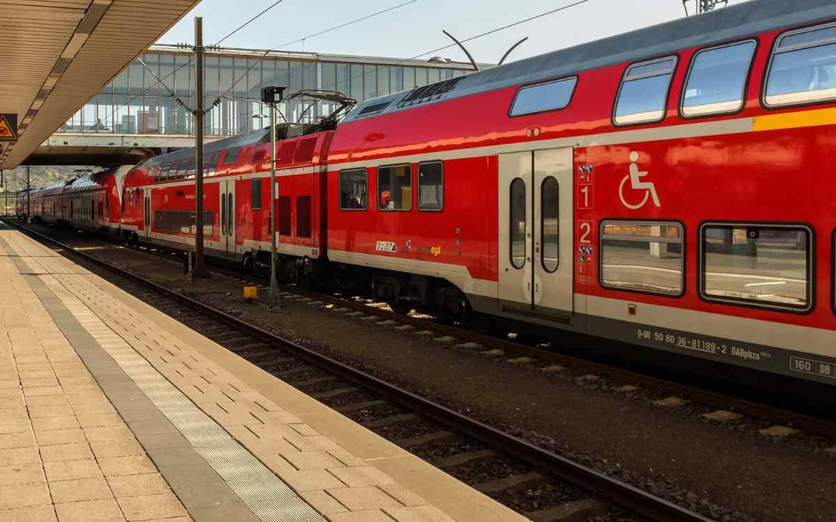 Ein Mann hat in Pegnitz einen Zugbegleiter attackiert. Symbolbild: Pixabay
