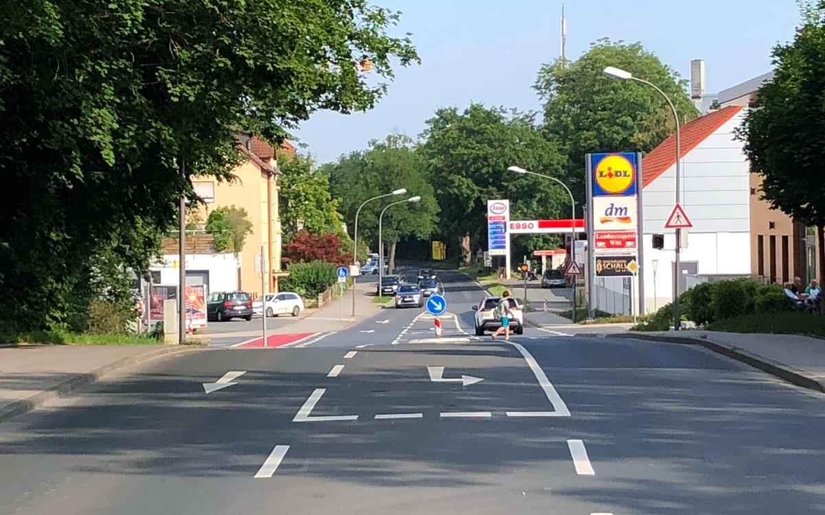 In der Nürnberger Straße in Bayreuth verlaufen drei Bundesstraßen. CSU-Stadtrat Christian Wedlich will das ändern - nicht zum ersten Mal. Bild: Jürgen Lenkeit