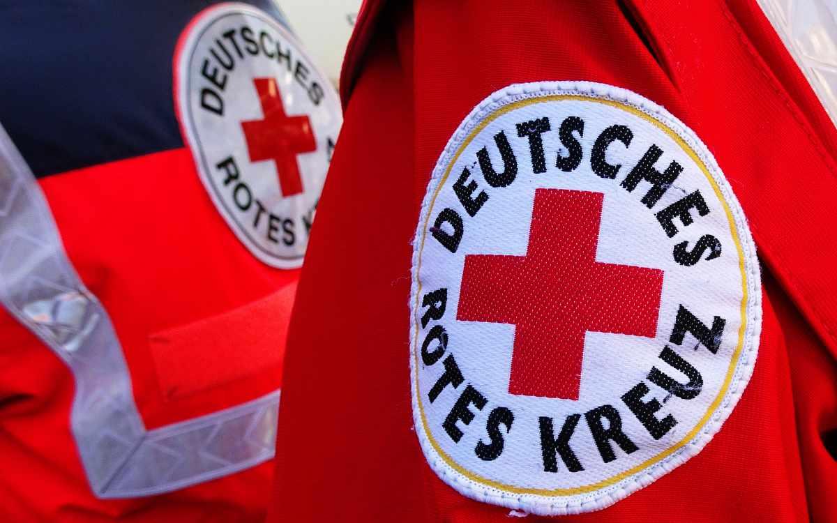 Das Bayerische Rote Kreuz aus Bayreuth hat im Katastrophengebiet im Ahrtal geholfen. Symbolbild: Pixabay