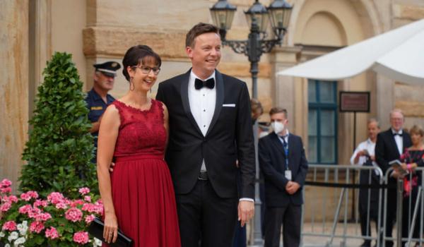 Der saarländische Ministerpräsident Tobias Hans mit Ehefrau Tanja. Bild: Michael Kind
