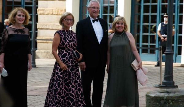 Bayerns Innenminister Joachim Herrmann mit Ehefrau Gerswid (rechts) und der Landeshauptfrau Niederösterreichs, Johanna Mike-Leitner (links). Bild: Michael Kind