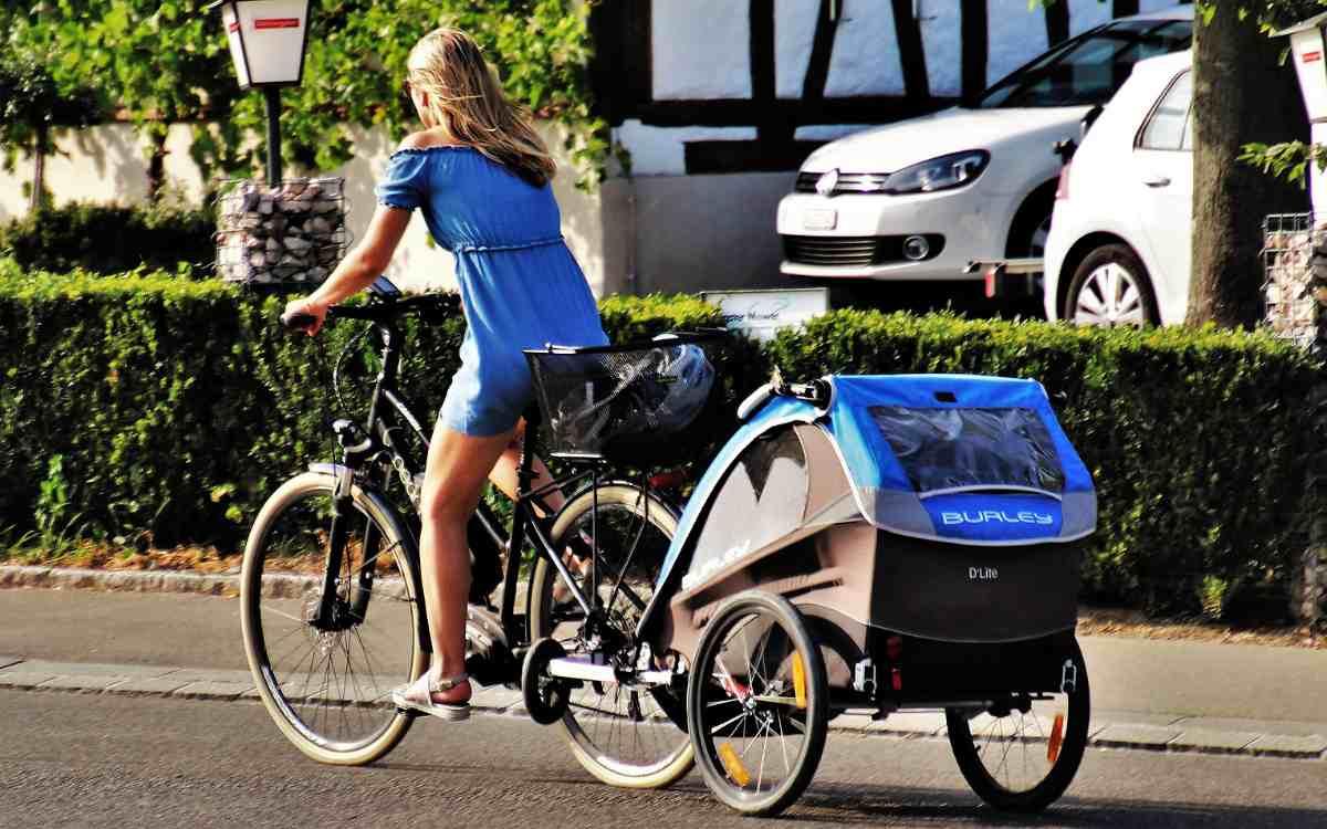 Beim Zusammenprall zweier Radfahrer in Himmelkron wurde eine 27-jährige Frau verletzt. Sie war mit ihrer zweijährigen Tochter im Fahrrad-Anhänger unterwegs. Symbolbild: Pixabay
