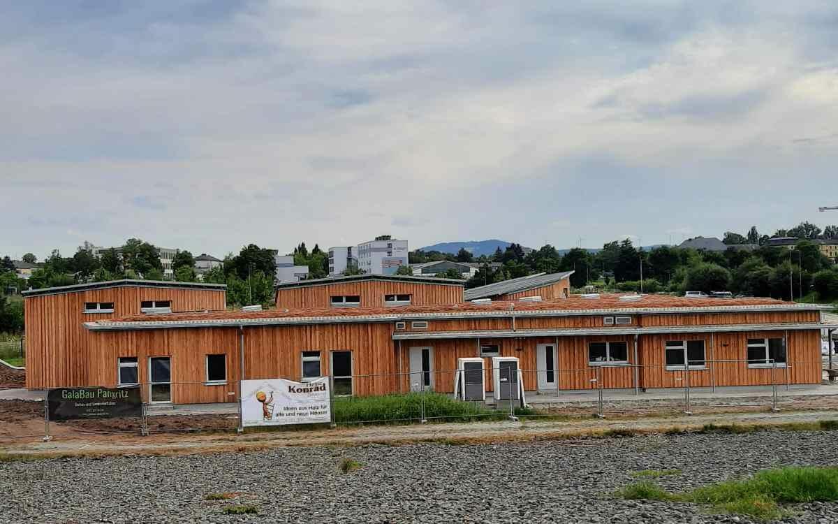Der neue Waldorfkinderkarten in Bayreuth am südöstlichen Rad der Wilhelminenaue ist fast fertig. Bild: Jürgen Lenkeit