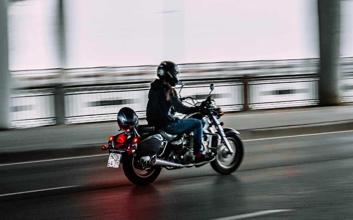Raser bei Glashütten: Motorrad fährt mit 149 bei erlaubten 60 km/h. Symbolbild: Pexels/Vova Krasilnikov