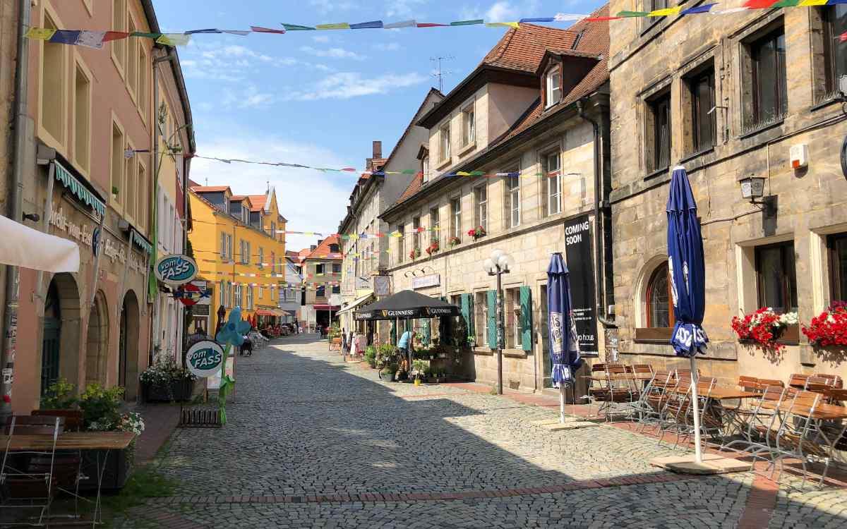 Die beschaulichen Nebenstraßen der Bayreuther Innenstadt. Foto: Michael Kind