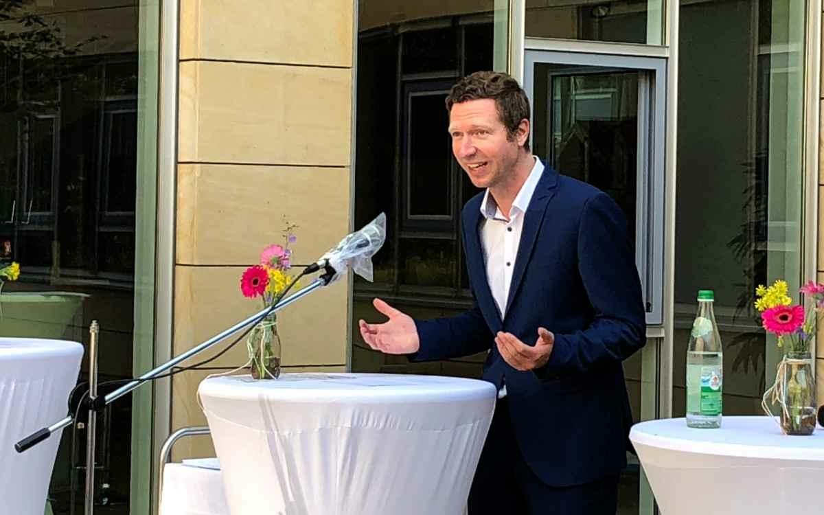 Landrat Florian Wiedemann ehrt verdiente Aktive und Funktionäre aus dem Landkreis Bayreuth. Bild: Jürgen Lenkeit