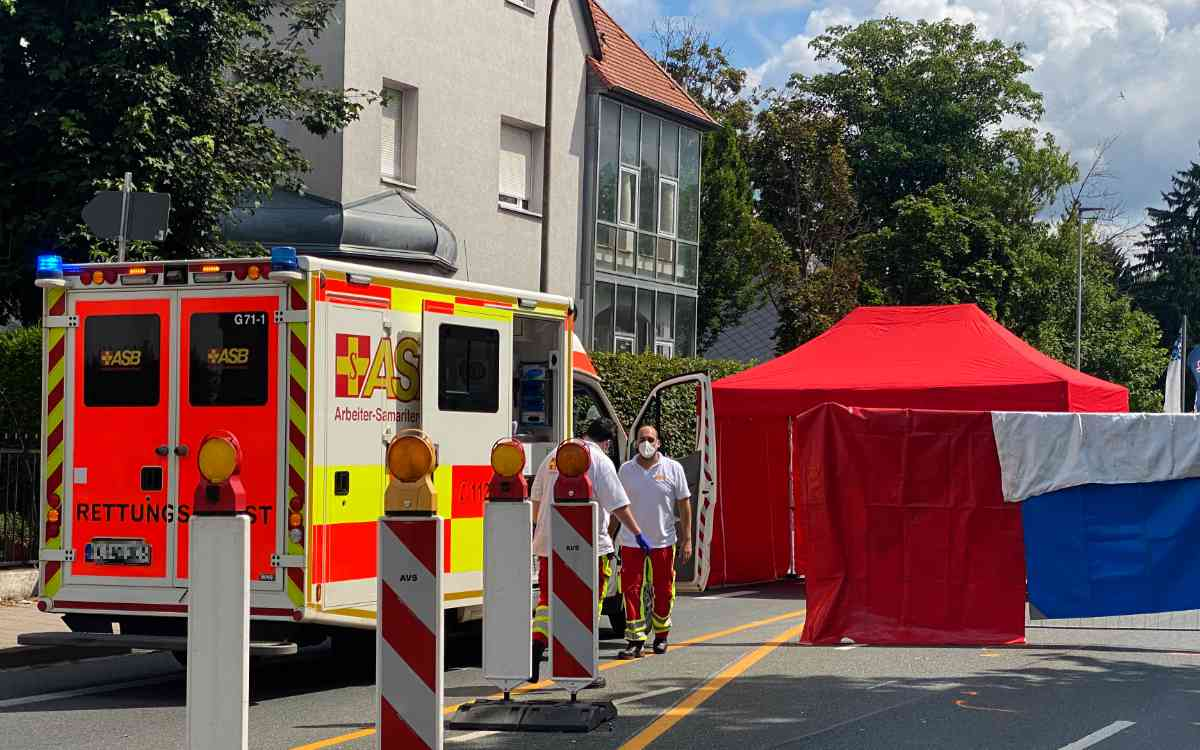 In Forchheim ist am Montag eine Fußgängerin von einem Lkw erfasst und tödlich verletzt worden. Bild: News5/Merzbach