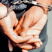 In Hof haben sich zwei Gastarbeiter aus Bulgarien mehrerer teils schwerer Vergehen schuldig gemacht. Sie sitzen derzeit in unterschiedlichen Justizvollzugsanstalten ein. Symbolbild: Pexels/Kindel Media