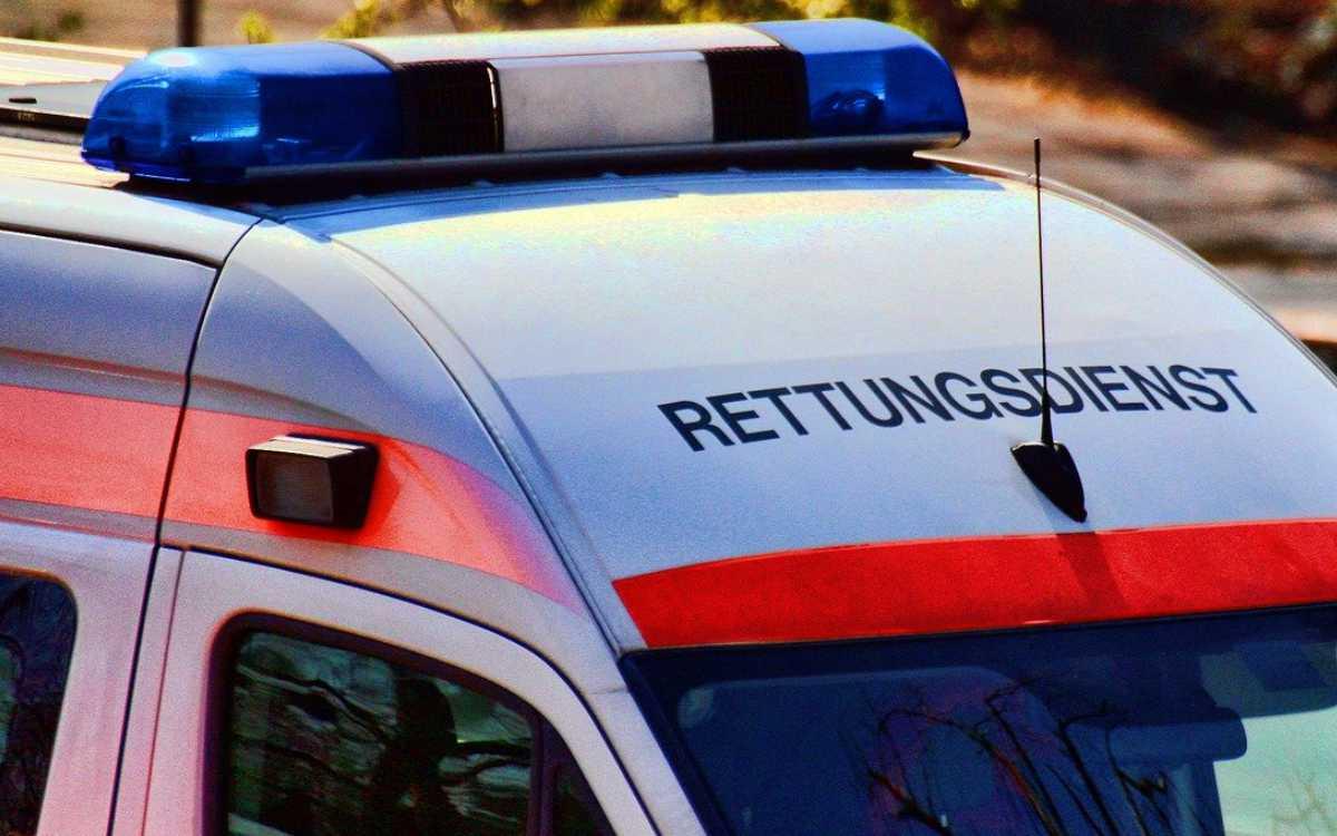 Bei Himmelkron sind zwei Autos frontal zusammengestoßen. Zwei Menschen wurden verletzt. Symbolbild: Pixabay