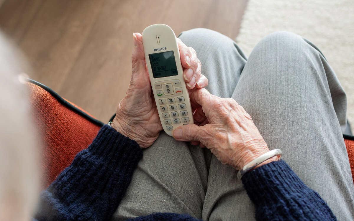 In Hof ist eine ältere Frau Opfer des Enkeltricks geworden. Symbolbild: Pixabay