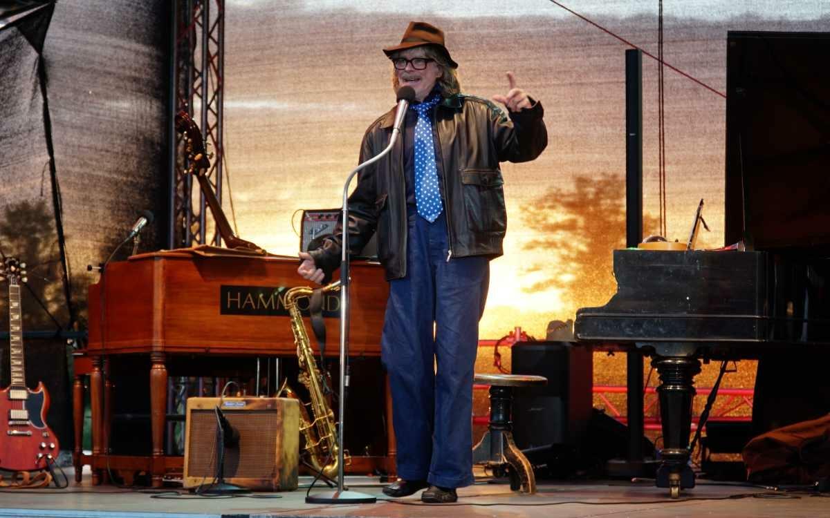 Helge Schneider ist in Bayreuth auf dem Seebühnen-Festival in der Wilhelminenaue aufgetreten. Bild: Jürgen Lenkeit