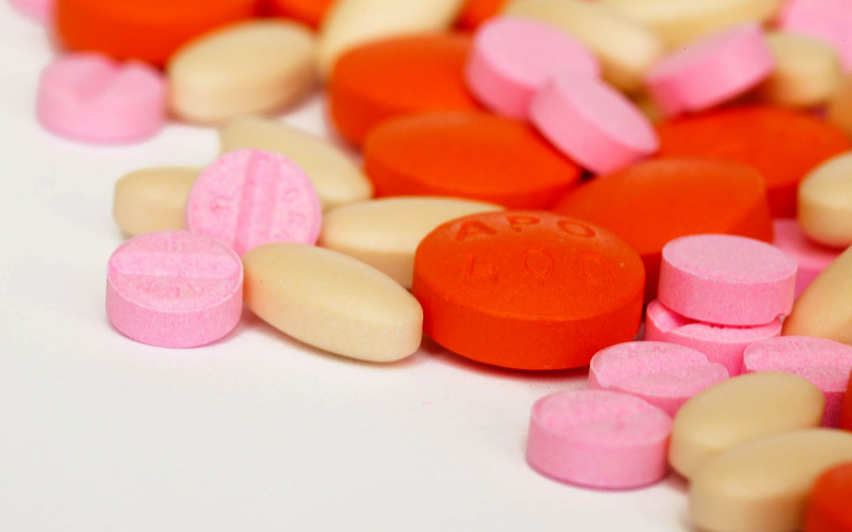 Auf dem Autohof bei Münchberg haben Fahnder 170 kg Ecstasy im Wert von mehreren Millionen Euro beschlagnahmt. Symbolbild: Pixabay