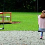 In Bamberg hat ein 16-Jähriger eine 19-Jährige auf einem Spielplatz sexuell belästigt. Symbolbild: Pixabay