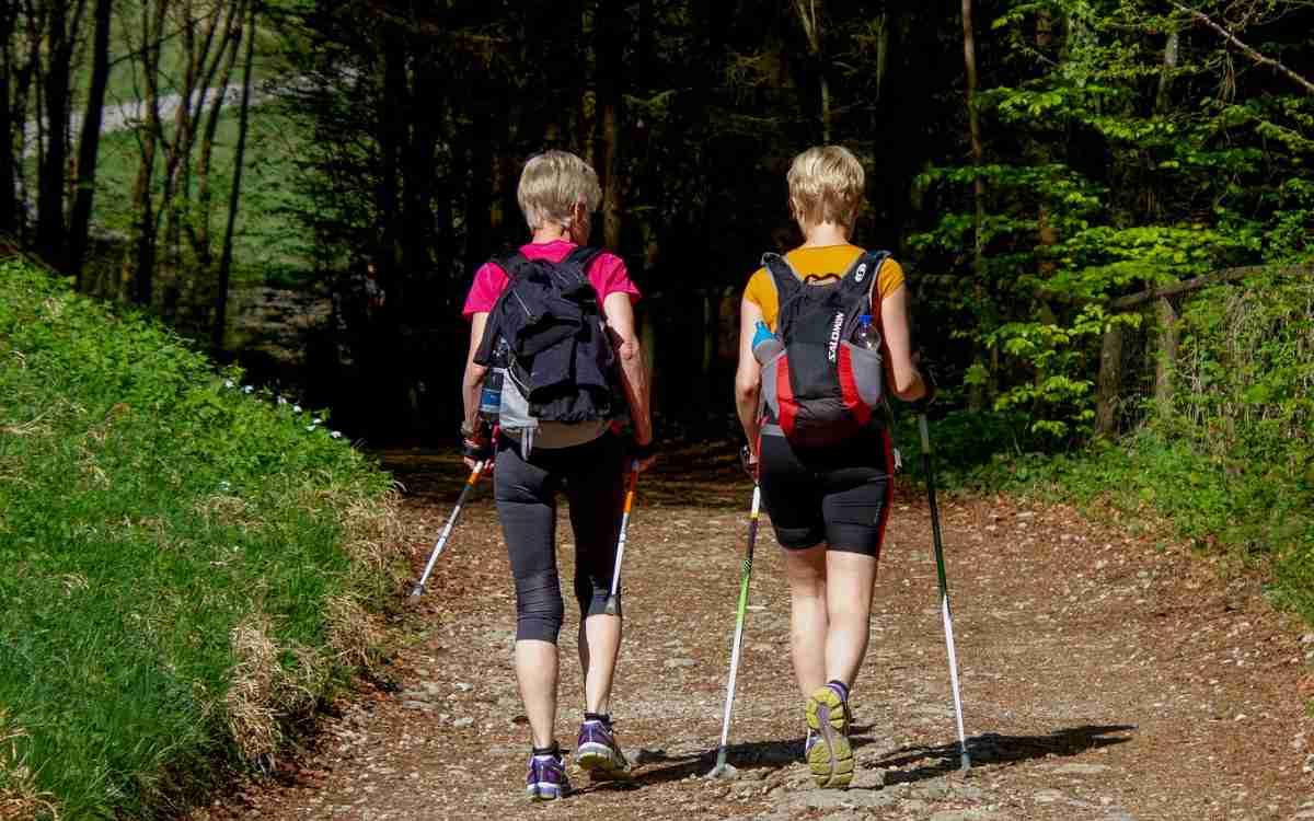In der Fränkischen Schweiz hat sich ein Ehepaar verirrt. Die Frau ist dann eine Felswand hinabgestürzt. Symbolbild: Pixabay