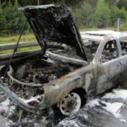 Auf der A9 bei Weidensees in Kreis Bayreuth ist am Dienstag (17. August) ein Auto ausgebrannt. Bild: Verkehrspolizei Bayreuth
