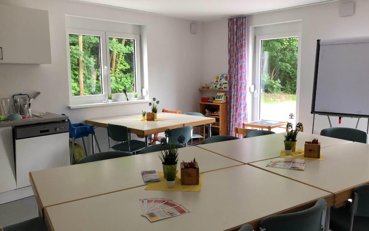 Der Seminarraum des Familienstützpunktes Bayreuth im Erdgeschoss der Anlage. Bild: Michael Kind