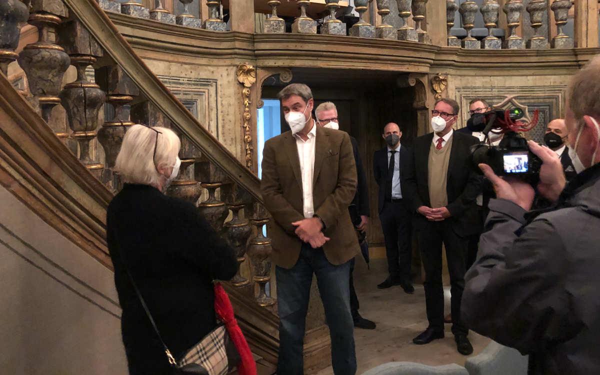 Markus Söder beim Besuch des Markgräflichen Opernhauses. Bild: Michael Kind