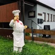 Pizzeria La Preziosa in Bayreuth: Die Wirtin Teresa Aiello ist nicht glücklich mit der Einführung der 3G-Regel. Bild: Jürgen Lenkeit