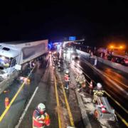 Heftiger Unfall am Freitagabend in der Baustelle bei Bad/berneck und Himmelkron. Foto: Feuerwehr Bindlach