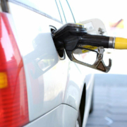 Der Benzinpreis könnte 2022 40 Cent teurer werden. Symbolfoto: pixabay