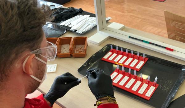 Die Stadt Bayreuth und die DLRG bieten unmittelbar vor dem Schulbeginn Tests für Schüler an. Bild: DLRG Bayreuth