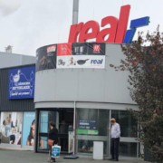 Der Real in der Riedingerstraße in Bayreuth wird schließen. Archivfoto: Redaktion