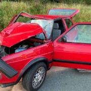 Im Helmbrechts sind zwei Autos kollidiert. Die Rettungskräfte sind im Einsatz. Bild: News5/Fricke