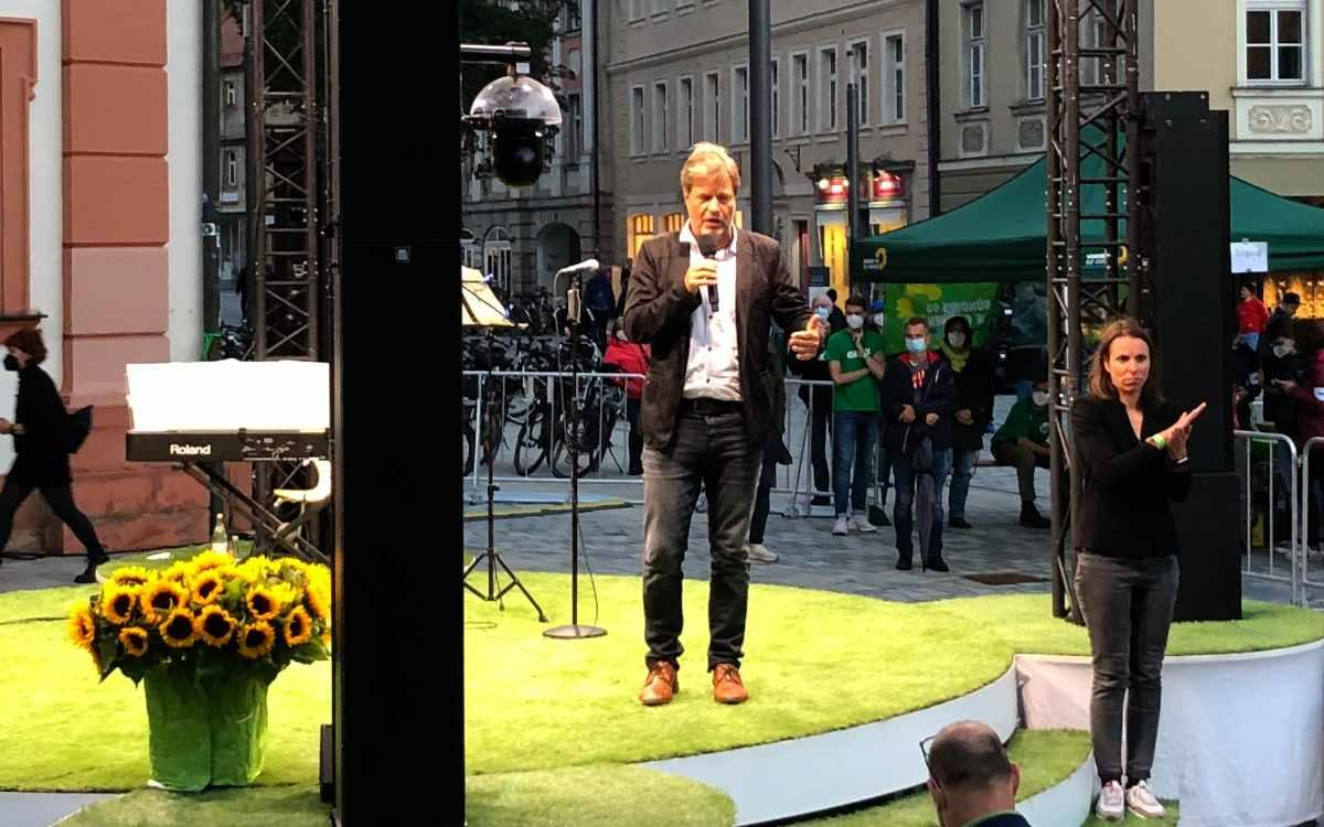 Robert Habeck, Co-Vorsitzender von Bündnis '90/DIE GRÜNEN, bei seiner Rede in Bayreuth. Bild: Jürgen Lenkeit