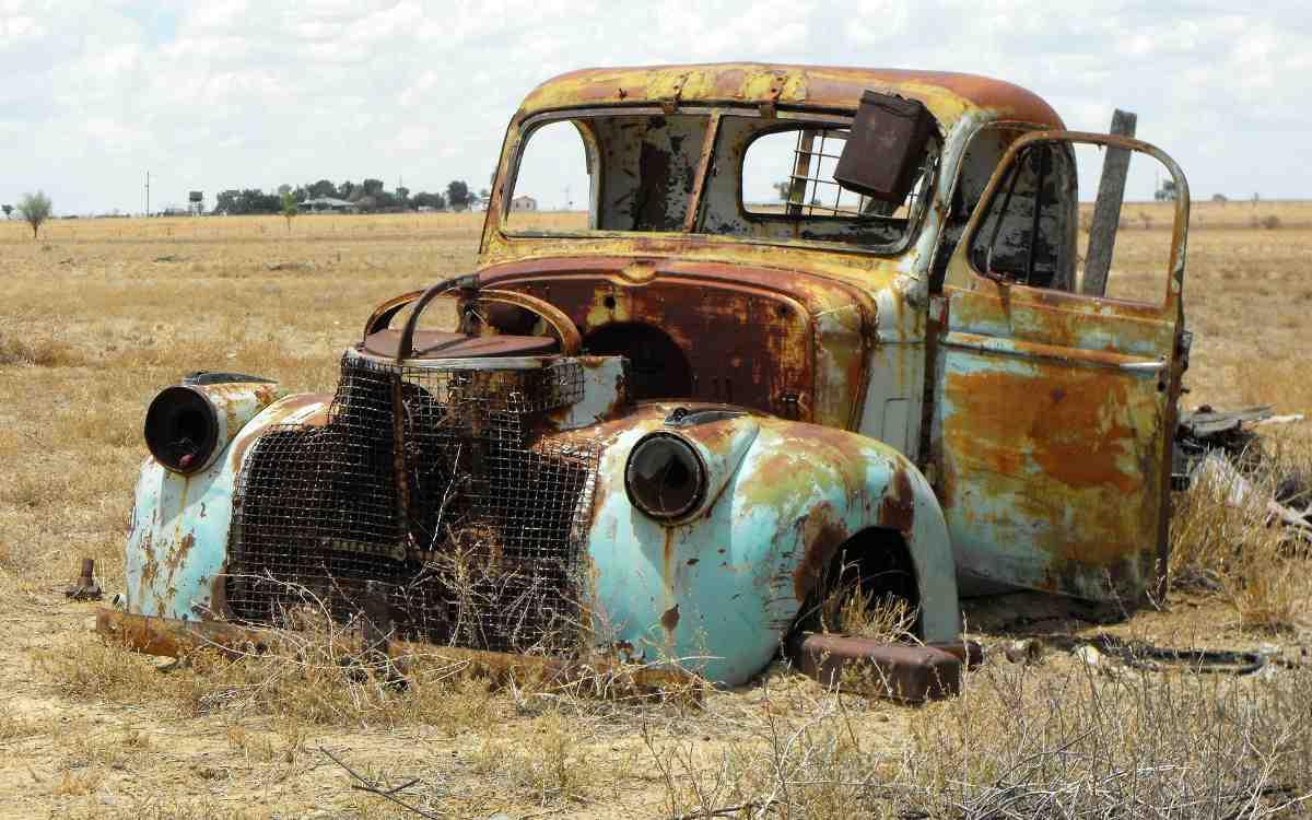 Das Landratsamt holt kostenlos alte Autos ab. Symbolbild: Pixabay