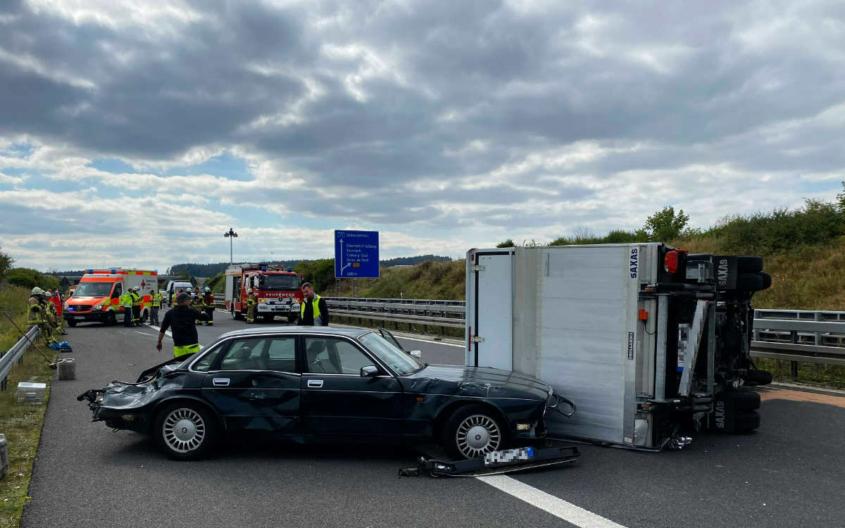 Bei einem Unfall auf der A73 (Lkr. Coburg) gab es fünf Verletzte. Der Unfallverursacher beging Fahrerflucht. Bild: News5/Merzbach