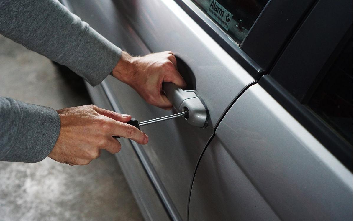 Bei Autoaufbrüchen in Bayreuth wurden Bargeld und Wertgegenstände im Wert von mehreren tausend Euro gestohlen. Symbolbild: Pixabay